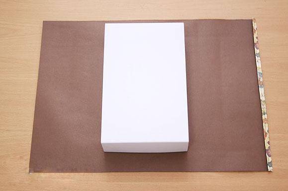упаковать коробку в бумагу