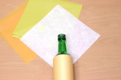 Как быстро упаковать бутылку спиртного в подарок