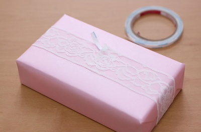 Как красиво упаковать коробку в бумагу
