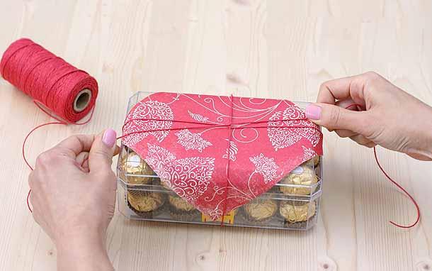 Как украсить коробку конфет Ferrero rocher.