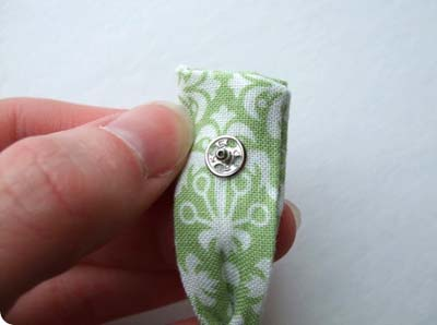 Летний браслет из ткани и бусин