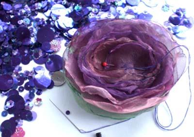 Как делать цветы из ткани