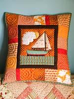 Диванная подушка: идея подарка своими руками