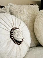 Декоративные подушки: идея подарка своими руками