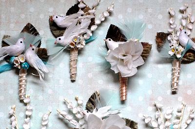 Бутоньерки из бумажных цветов