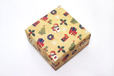 Как упаковать подарок к Новому году - шаг 1