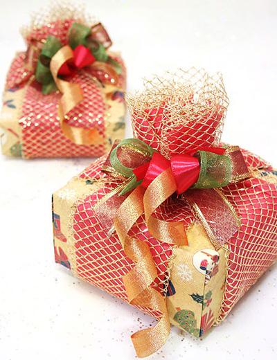 Картинка с подарком в коробке на новый год