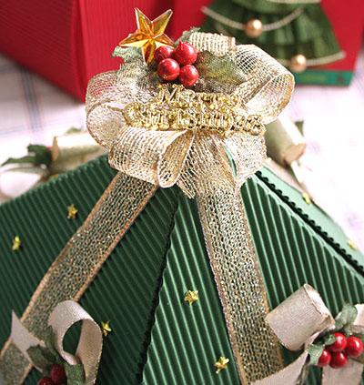 Как сделать подарочную новогоднюю коробку - декорируем