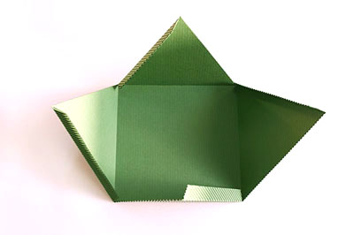 Как сделать подарочную новогоднюю коробку - сгибаем по пунктирам