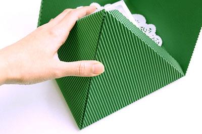 Как сделать подарочную новогоднюю коробку - ставим подарок