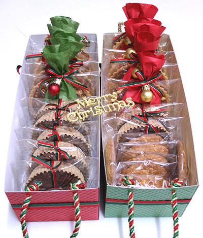 Новогодние сладости в корзинке из