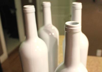Декор бутылок своими руками - равномерно наносим акриловую краску
