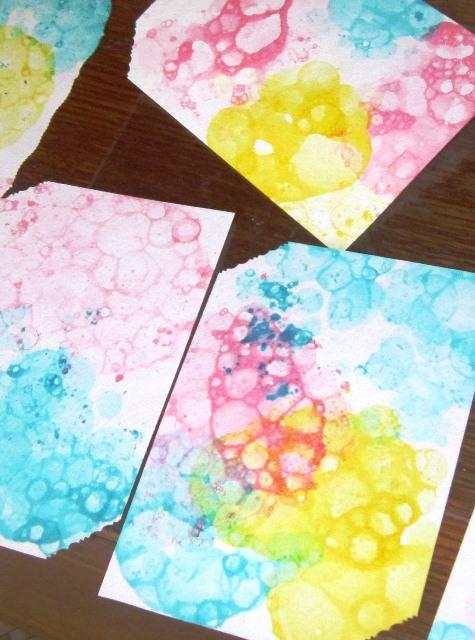 Яркая бумага мыльными пузырями