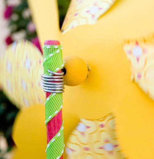 Детская вертушка-цветок из бумаги