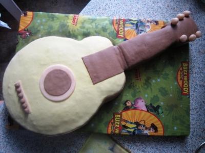 Торт-гитара с мастикой