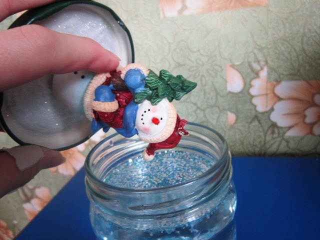 Сделать шар со снегом своими руками