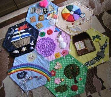 Развивающие игрушки. Какие лучше сделать в подарок своими руками?